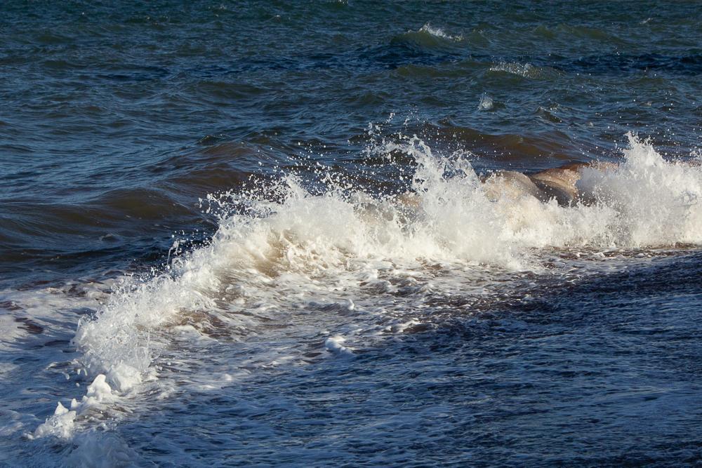 Wellenfotos unterschiedliche Formen der Wellen wiedergebend - zurückrollende Welle