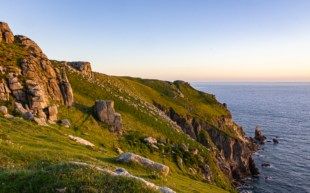 Küste von Lundy Iland im Abendlicht; coast of Lundy Island at sunset