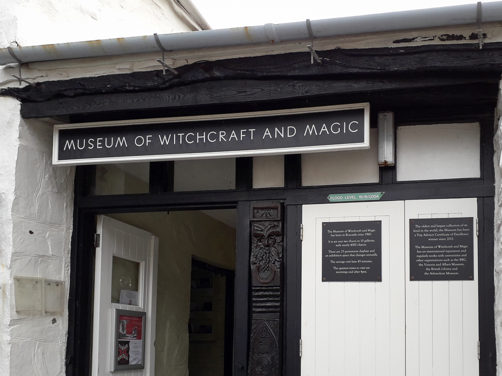 Fotolocation Boscastle entrance of theMuseum of Witchcraft and Magic