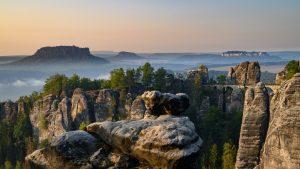Elbsandsteingebirge - Blick auf die Bastei bei Sonnenaufgang