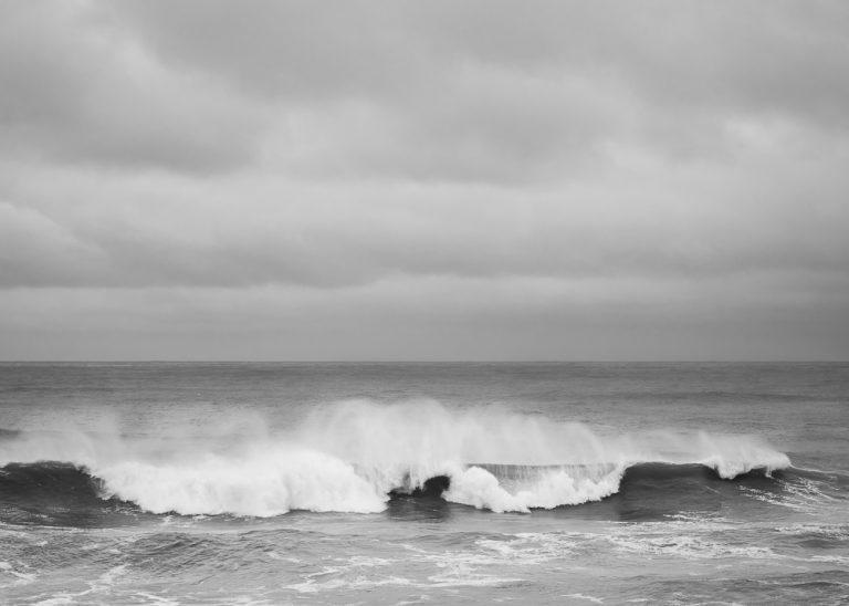 Stürmische Wellen, eingefangen mit kurzer Belichtungszeit