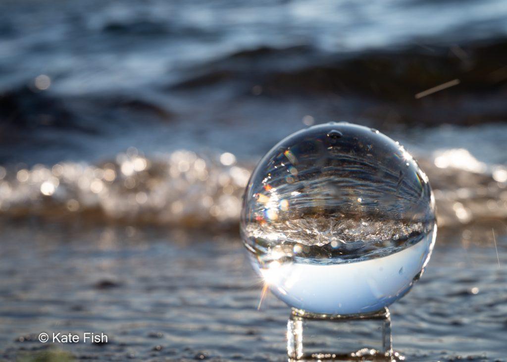 Glaskugel for Welle im Sonnenlicht