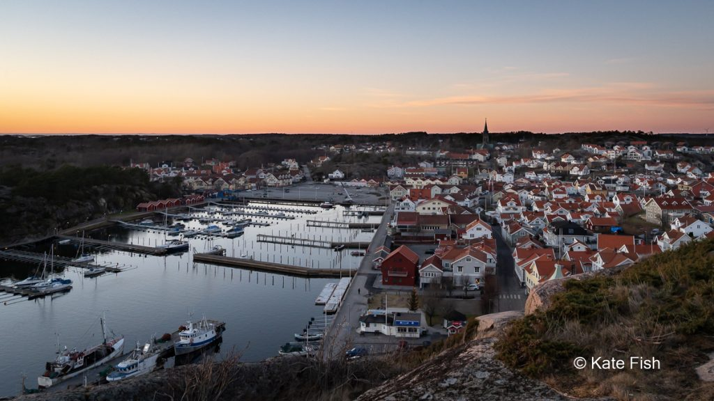 Grebbestad from the top of the hill into the harbour side at sunset as a fotolocation an der Westküste Schwedens