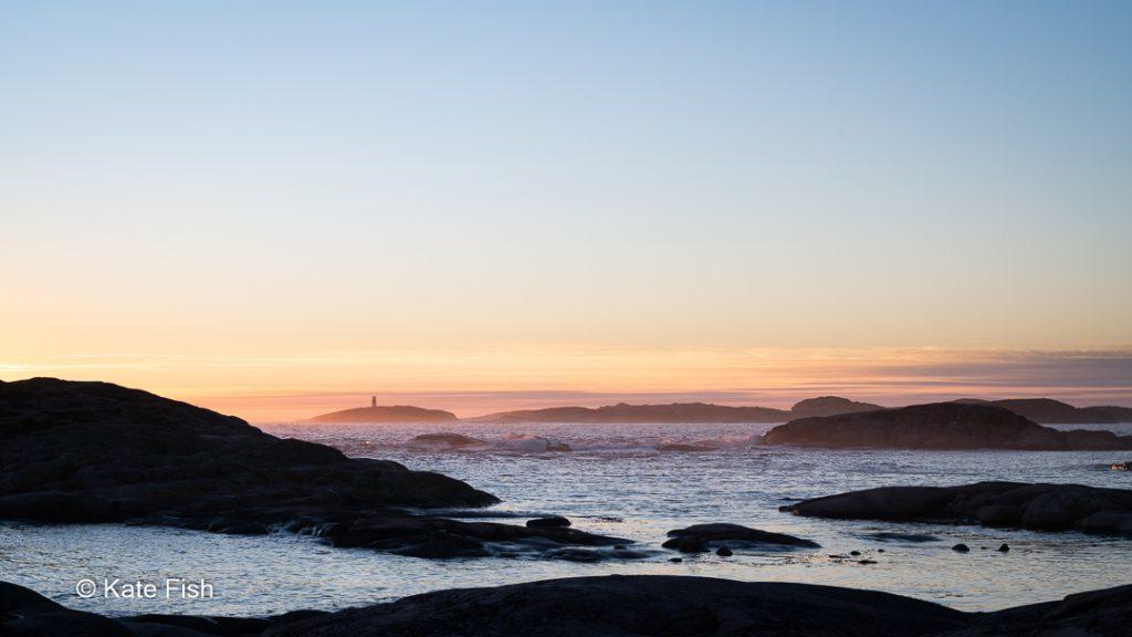 Typische Westschärenlandschaft im Sonnenuntergang als Beispiel für Fotolocations an der Westküste Schwedens